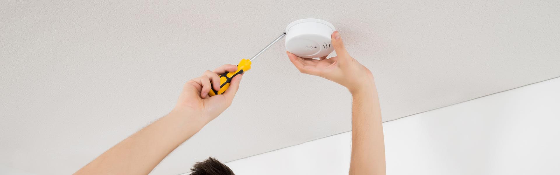 s curit incendie un d tecteur normalis de fum e obligatoire dans chaque logement. Black Bedroom Furniture Sets. Home Design Ideas
